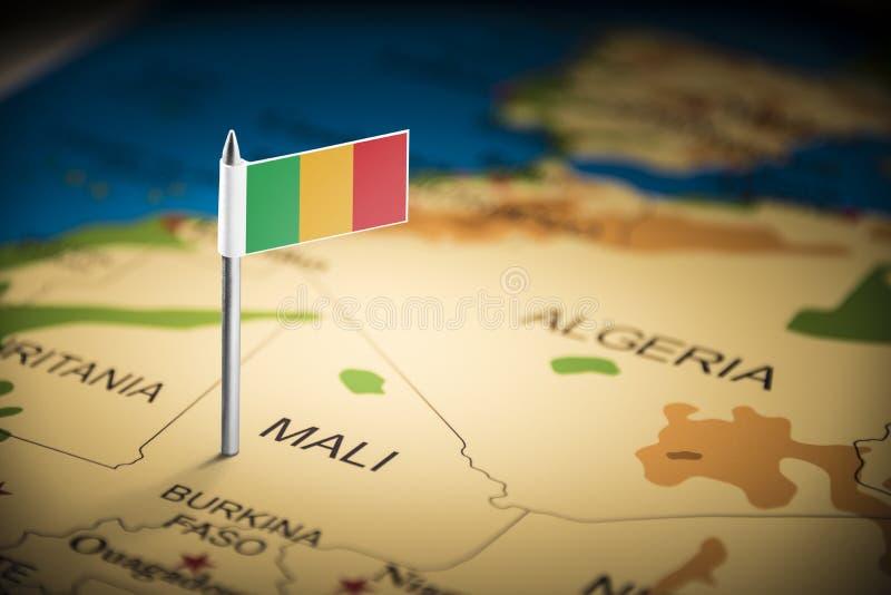 Le Mali a identifié par un drapeau sur la carte image stock