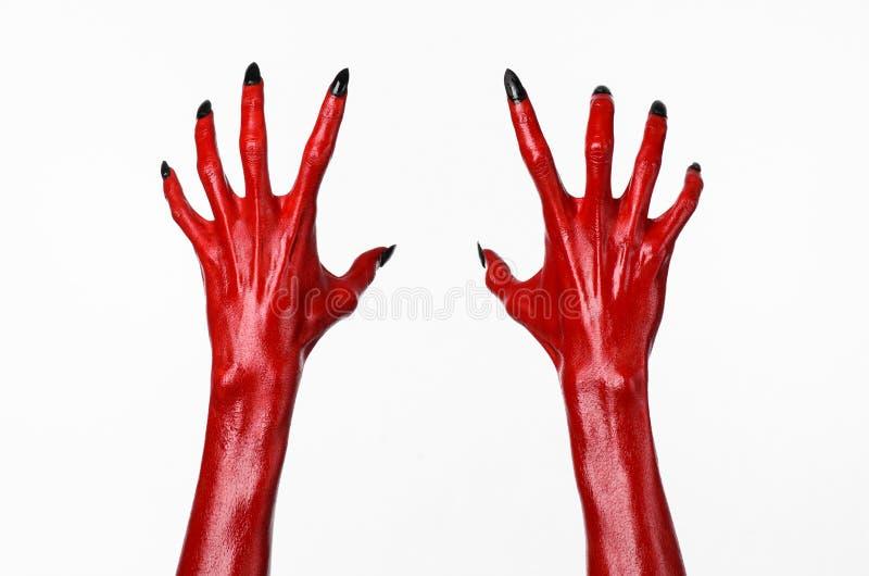 Le mani con i chiodi neri, mani rosse di Satana, tema del diavolo rosso di Halloween, su un fondo bianco, isolato immagine stock libera da diritti