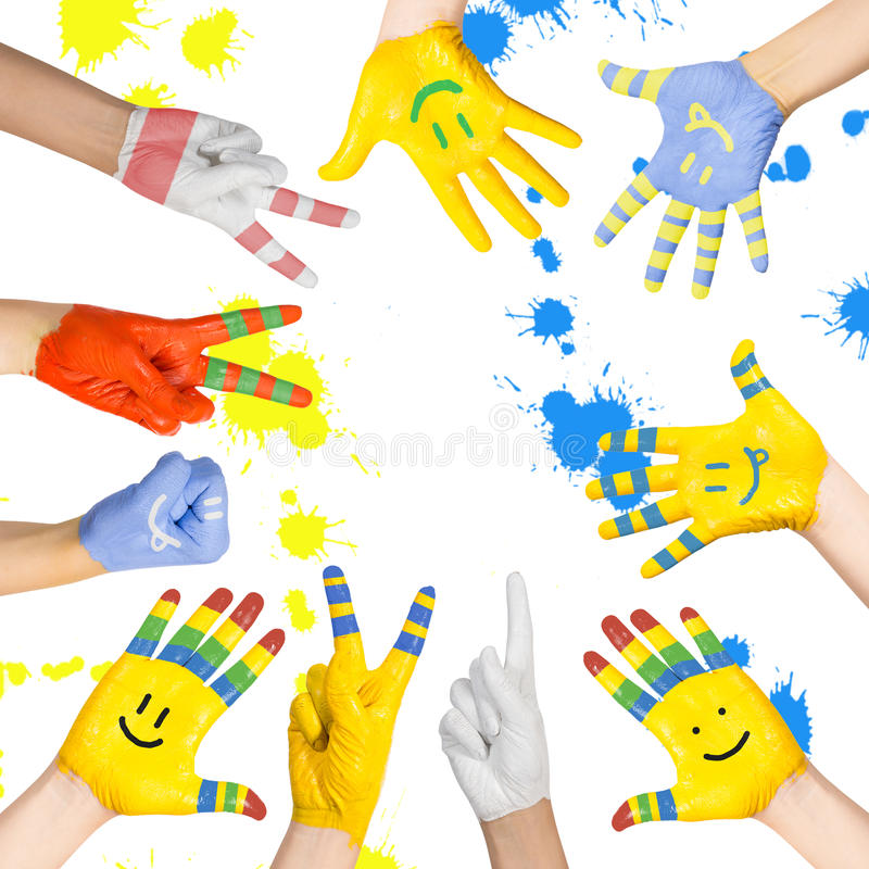 Le mani dei bambini dipinti immagini stock libere da diritti