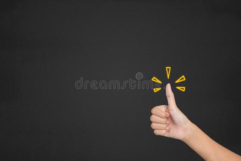 Le mani del cliente mostrano eccellente Raggiro di indagine di soddisfazione del cliente fotografie stock