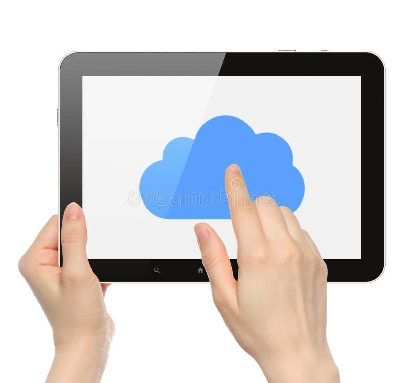 Le mani delle donne tengono ed il PC della compressa di tocco con la nuvola immagini stock libere da diritti