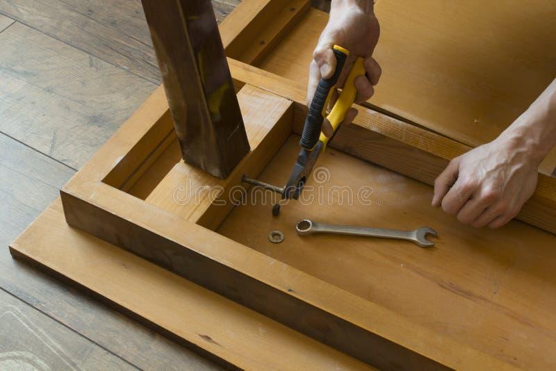 Riparazione mestieri della mobilia immagine stock for Mobilia spazio