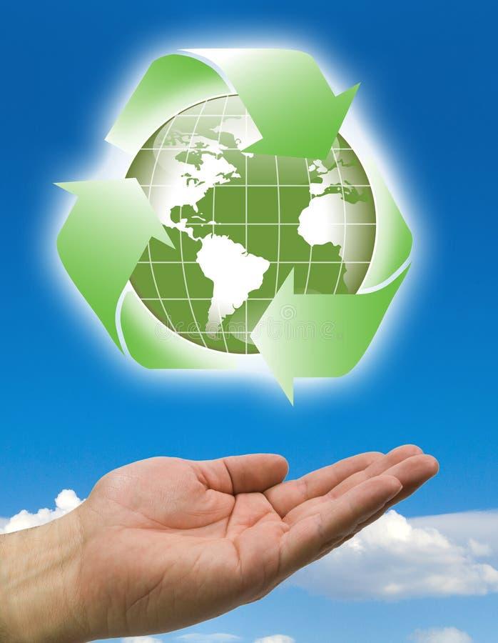 Le mani riciclano le nubi del mondo illustrazione vettoriale
