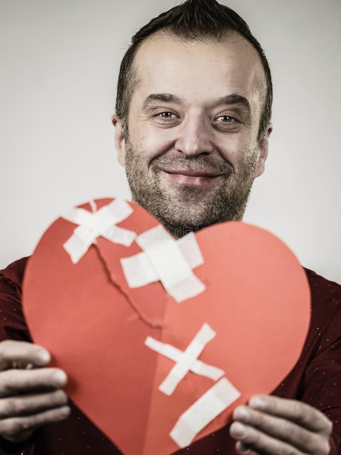Le mannen med läkt hjärta arkivfoton