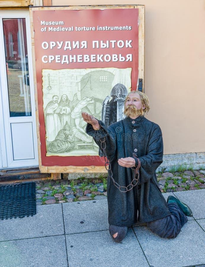 Le mannequin du torturé par le musée des instruments médiévaux de torture photos stock