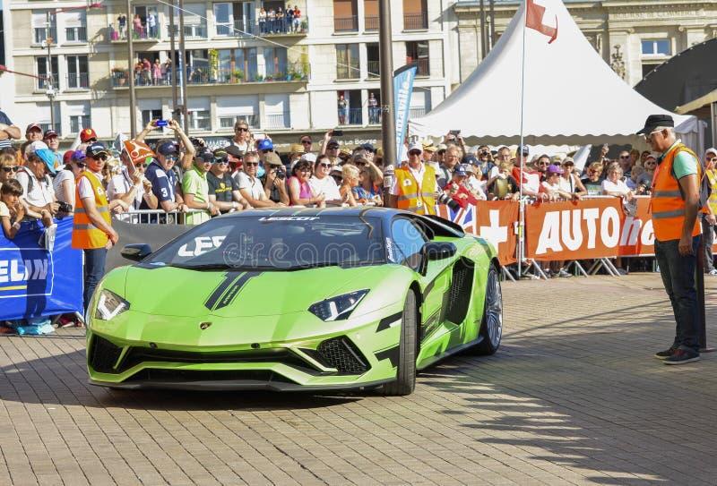 LE MANS, ΓΑΛΛΙΑ - 16 ΙΟΥΝΊΟΥ 2017: Πολυτελές αυτοκίνητο Lamborghini Aventador moderne σε μια παρέλαση των πιλότων που συναγωνίζον στοκ εικόνα
