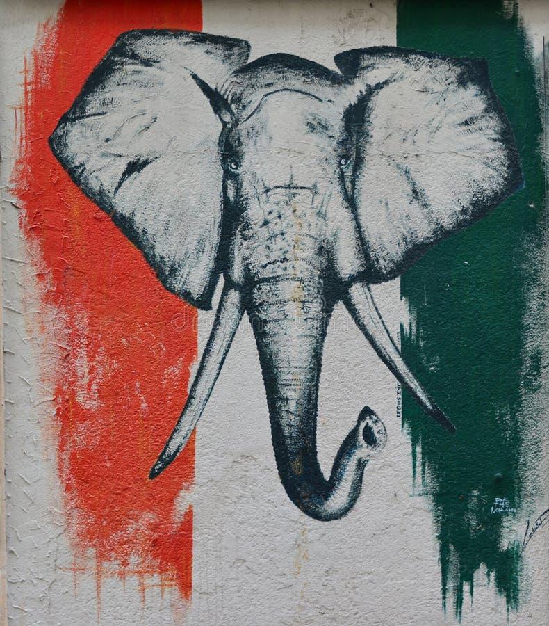 LE MANS - FRANCE, LE 27 JUILLET 2017 : Drapeau et éléphant comme symbole de ` Ivoire de Cote d de pays photo libre de droits