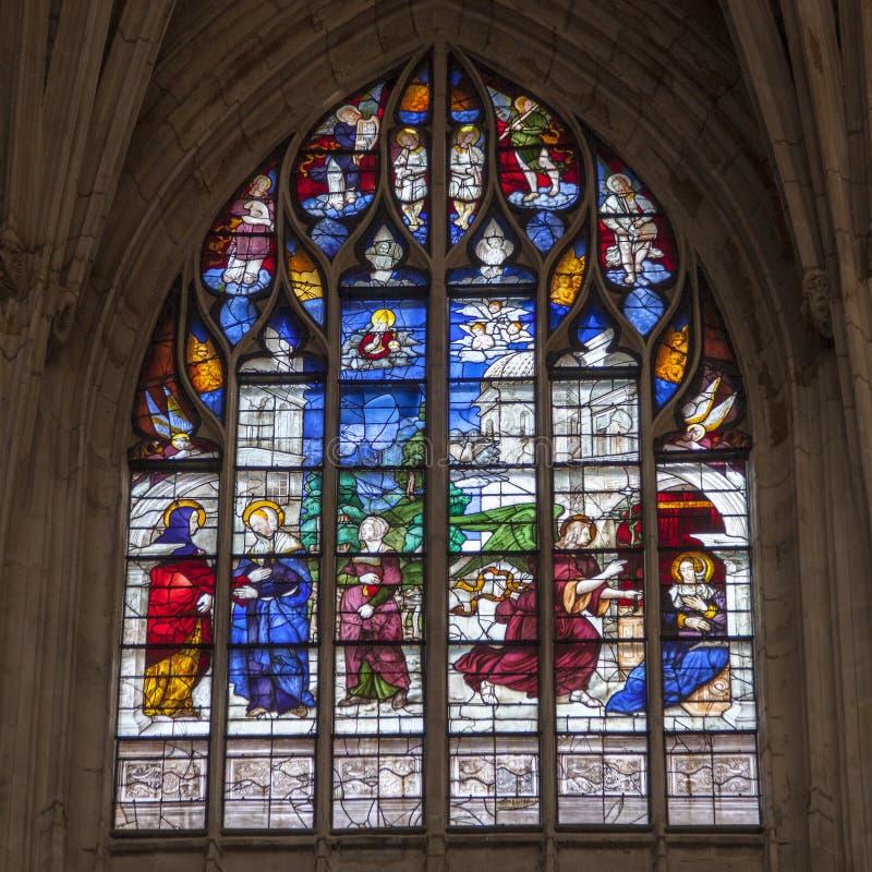 Le Mans France, le 15 octobre 2018 Vieux verre souillé dans la cathédrale de Le Mans photo stock