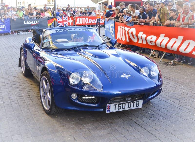 LE MANS, FRANCIA - 16 GIUGNO 2017: L'automobile sportiva Marcos è automobile inglese è presentata alla parata dei piloti che corr fotografia stock