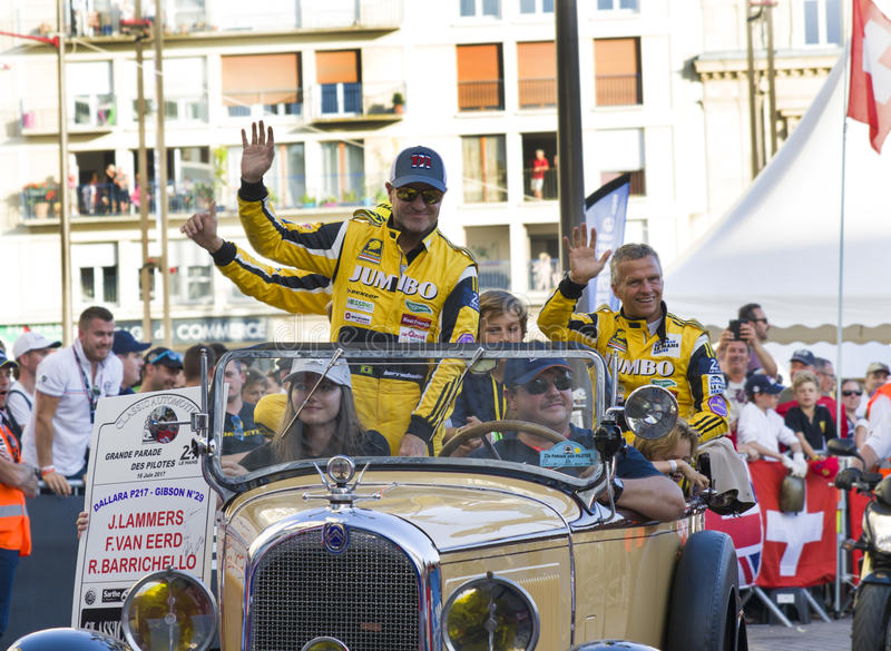 LE MANS FRANCJA, CZERWIEC, - 16, 2017: Rubens Barrichello brazylijski pilotowy setkarz z jego drużynowym Dallara P217 Gibson 29 n obrazy royalty free