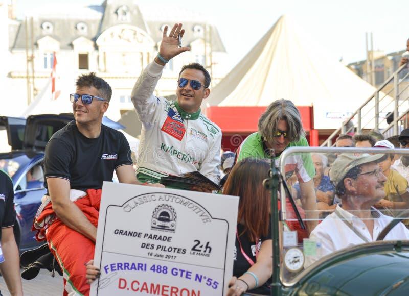 LE MANS FRANCJA, CZERWIEC, - 16, 2017: Sławny setkarz Duncan Cameron GBR i jego zespala się Aaron Scott GBR, M Ciocia Ferrari bie zdjęcia royalty free