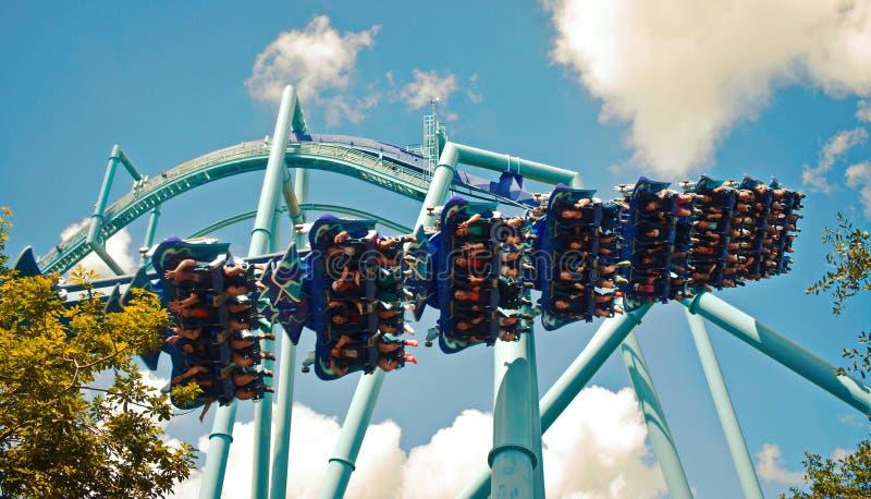 Le Manta est les montagnes russes en acier drôles au parc à thème de Seaworld image libre de droits