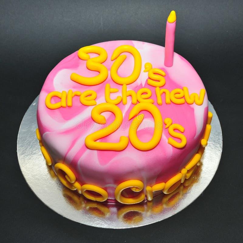 Le marbre a coloré le gâteau pour célébrer le 30ème anniversaire photos stock