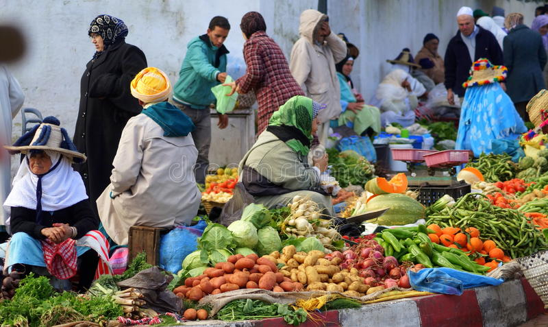 Le marché des agriculteurs à Tanger, Maroc photos stock