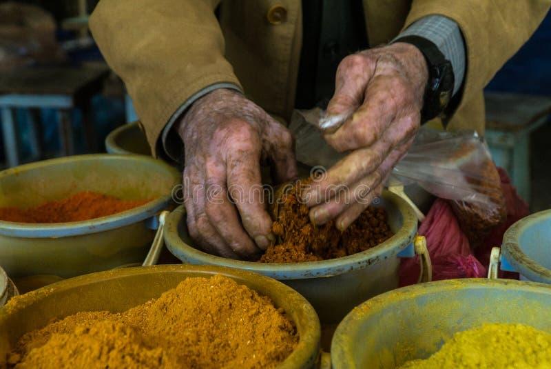 Le marché géorgien épice le sel d'Adjika et de Svaneti photos libres de droits