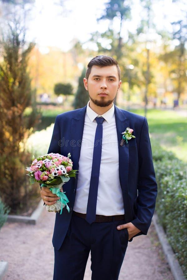 Le marié avec une barbe photographie stock libre de droits