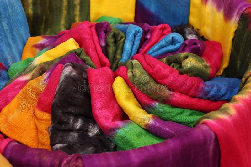 Le Maroc coloré attacher-teignent des écharpes images libres de droits
