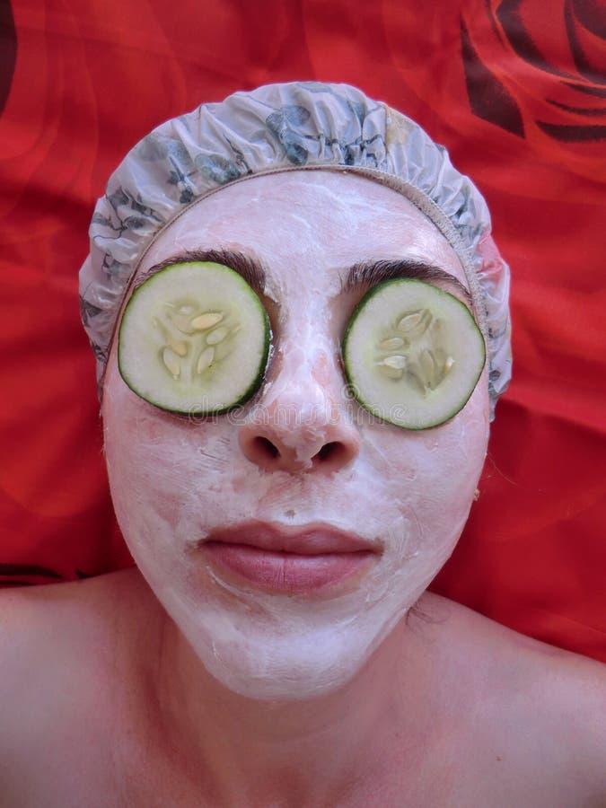 Le massage facial fait maison masque la beauté, traitement de station thermale, font photo stock