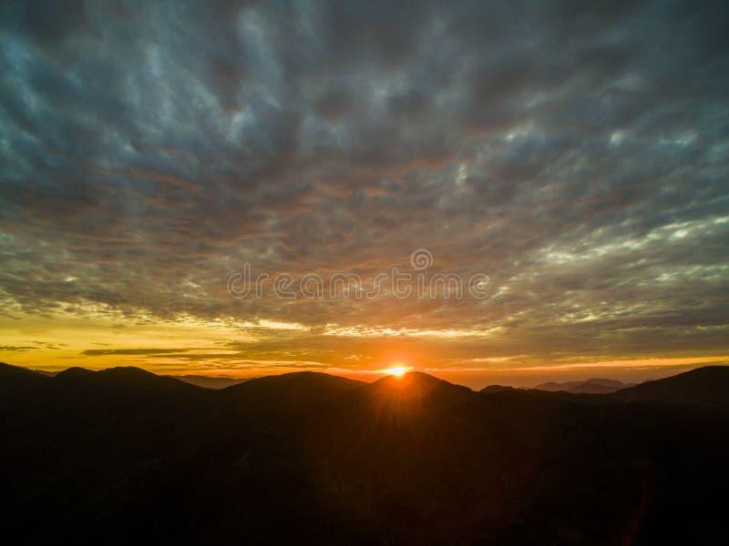 le matin a enfonc? les montagnes, Fujian, porcelaine photo stock