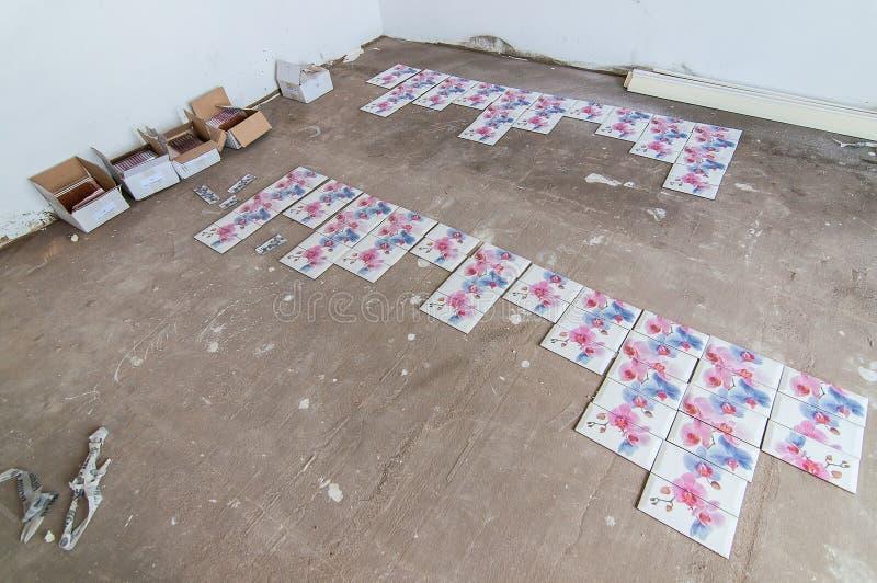 Le mattonelle sono sul pavimento fotografie stock
