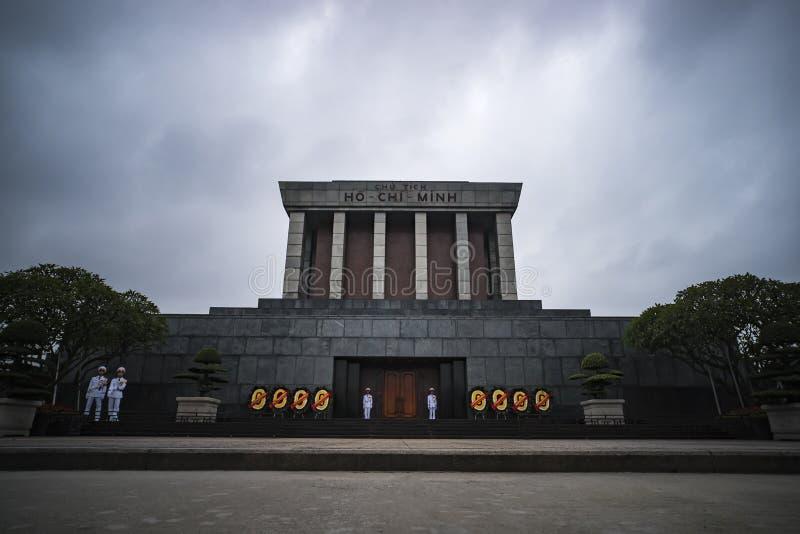 Le mausolée de Ho Chi Min est un grand mémorial à Hanoï du centre entouré par le Ba Dinh Square Il loge le corps embaumé d'ancien photographie stock