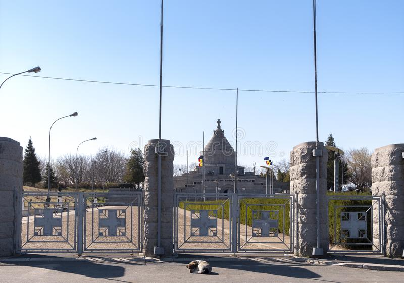 Le mausolée des héros de la Première Guerre Mondiale de Marasesti Vue large photos stock