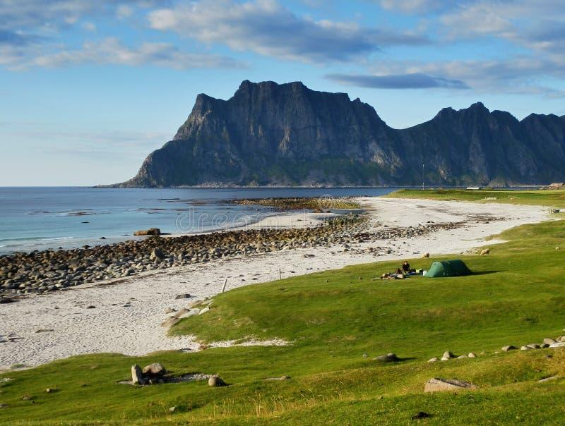 Le meilleur endroit de camping dans le monde - Lofoten, Norvège image stock