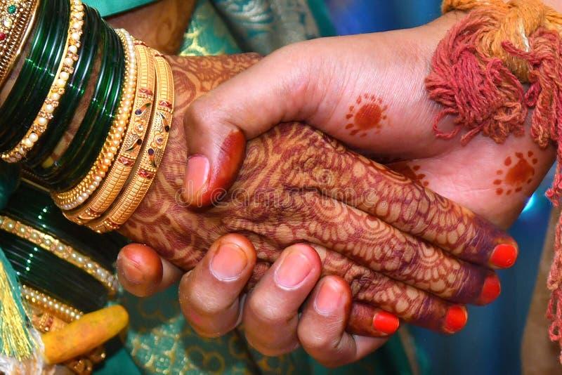 Le meilleur marié l'épousant indien Hands Images, photos courantes de jeune mariée photo stock