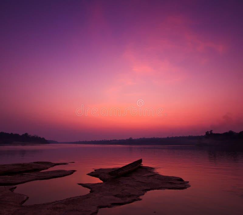 Le Mekong dans le coucher du soleil photos stock