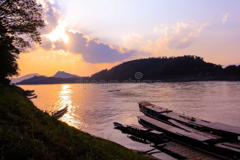 Le Mekong, port, Luang Prabang, Laos photos libres de droits