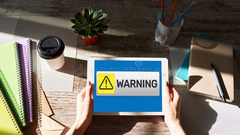 Le message d'avertissement se connectent l'écran La sécurité de détection de virus respirent le problème de matériel ou de logici photos stock