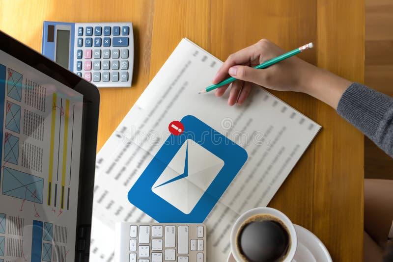 Le message de connexion de communication de courrier aux contacts de expédition téléphonent images libres de droits