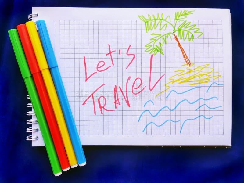 Le message laisse le voyage sur le carnet blanc avec des marqueurs de couleur closeup concept de course photo libre de droits