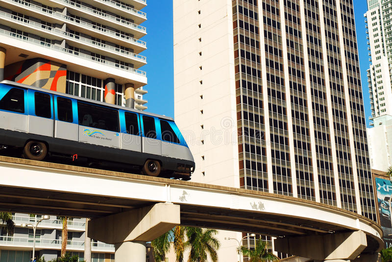 Le MetroMover bat par Miami du centre photos libres de droits