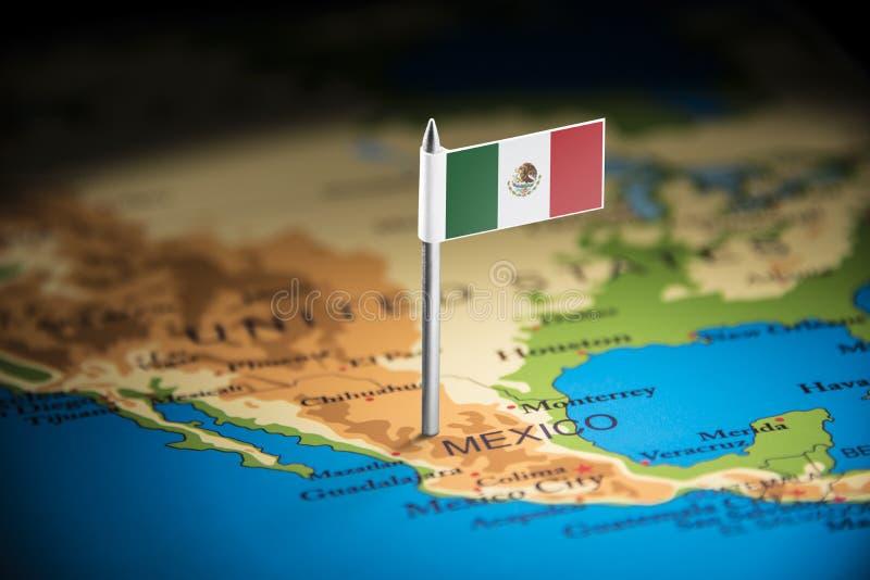 Le Mexique a identifié par un drapeau sur la carte images libres de droits