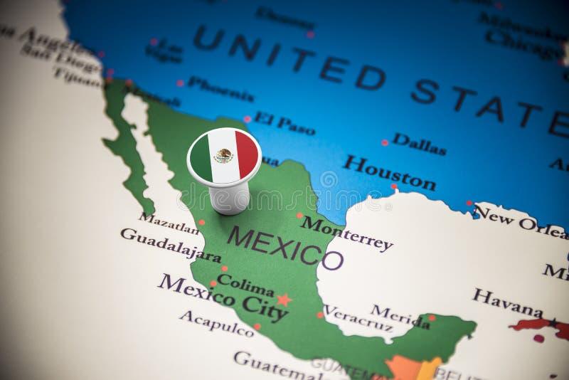 Le Mexique a identifié par un drapeau sur la carte photo libre de droits