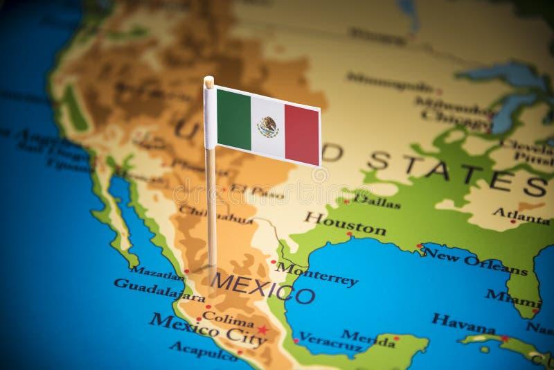 Le Mexique a identifié par un drapeau sur la carte photo stock