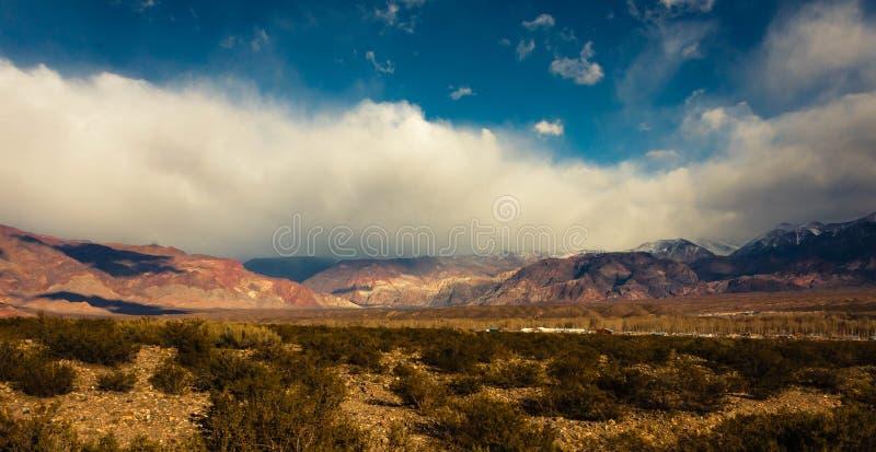 Le mie nuvole che esaminano il mondo immagini stock libere da diritti