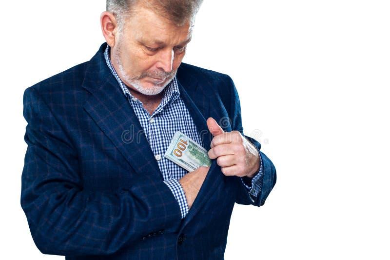 Le milieu a vieilli l'homme d'affaires réussi compte l'argent photo libre de droits