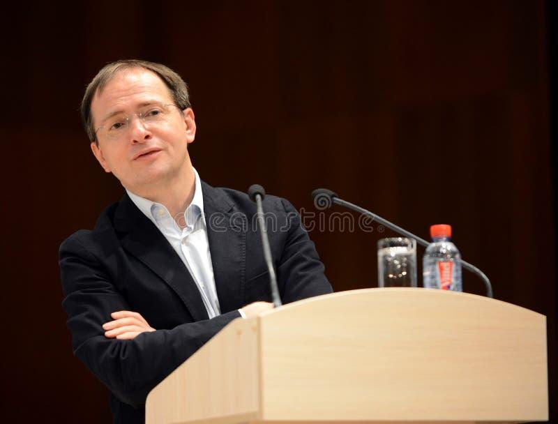 Le ministre de la culture de la Fédération de Russie Vladimir Medinsky donne une conférence dans Kaluga photo libre de droits