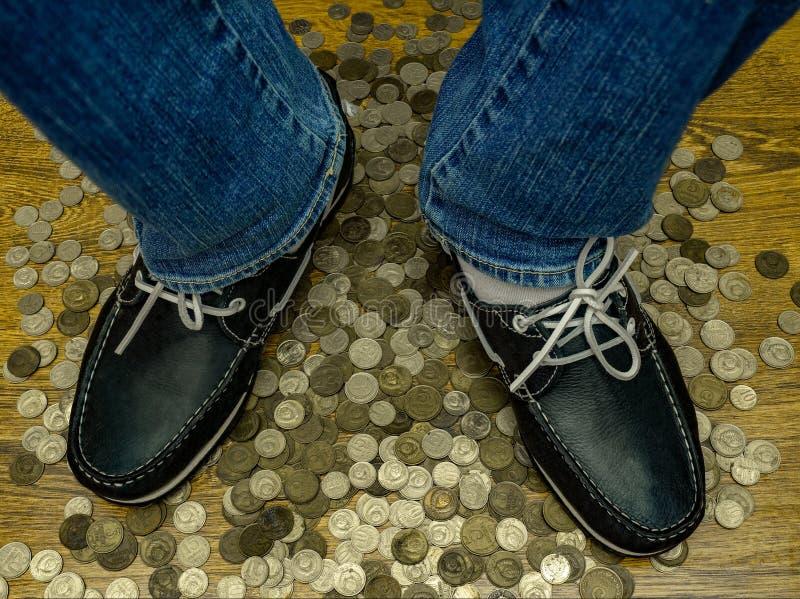 Le mocassin de jeans de style d'habillement invente le métal de plancher photographie stock