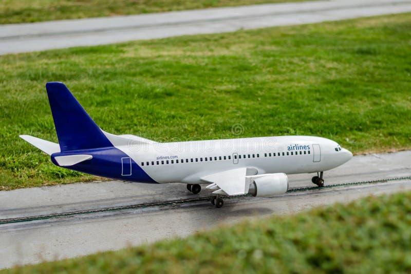 Le modèle d'une ligne aérienne au sol photo stock