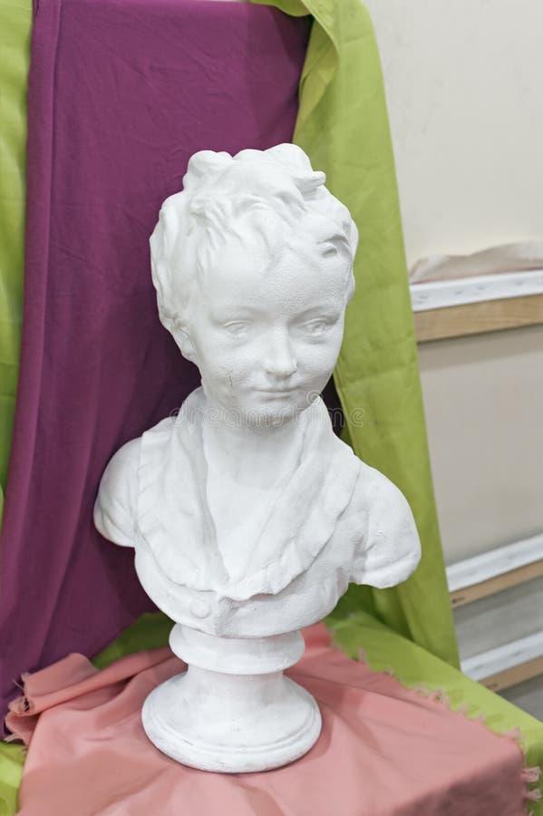 Le modèle principal de plâtre a moulé sur des leçons de beaux-arts au studio photographie stock libre de droits