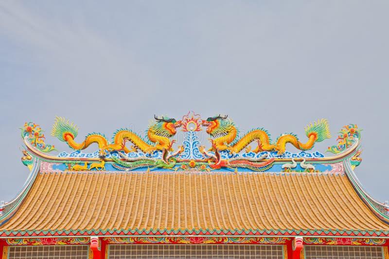 le mode de dragon sur le toit de la maison d 39 idole chinoise photo stock image du symbole. Black Bedroom Furniture Sets. Home Design Ideas