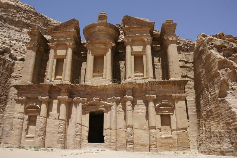 Le monastère dans PETRA image stock