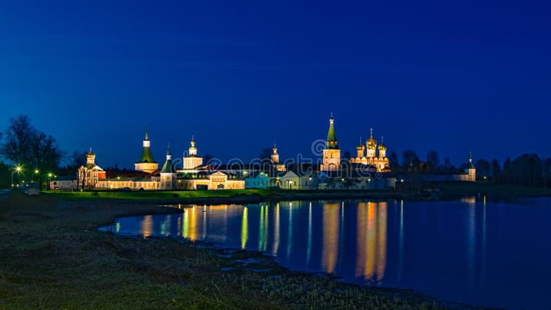 Le monastère masculin de Valdai Iver Svyatoozersky Virgin images stock