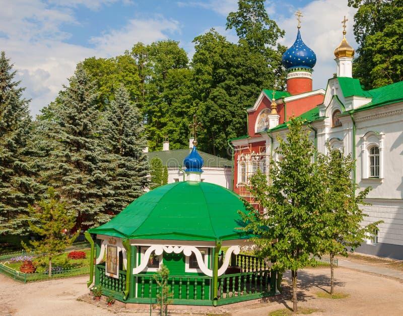 Le monastère saint de Dormition Pskovo-Pechersky images stock