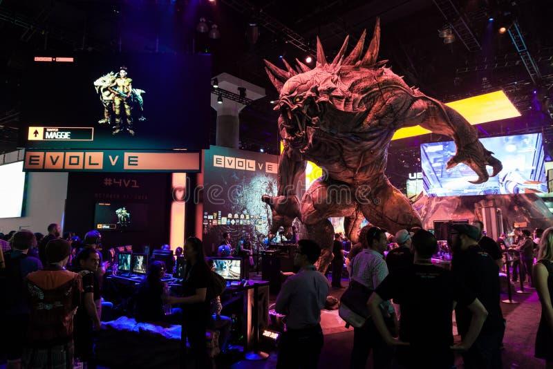 Le monstre énorme à évoluent la cabine à E3 2014 image stock