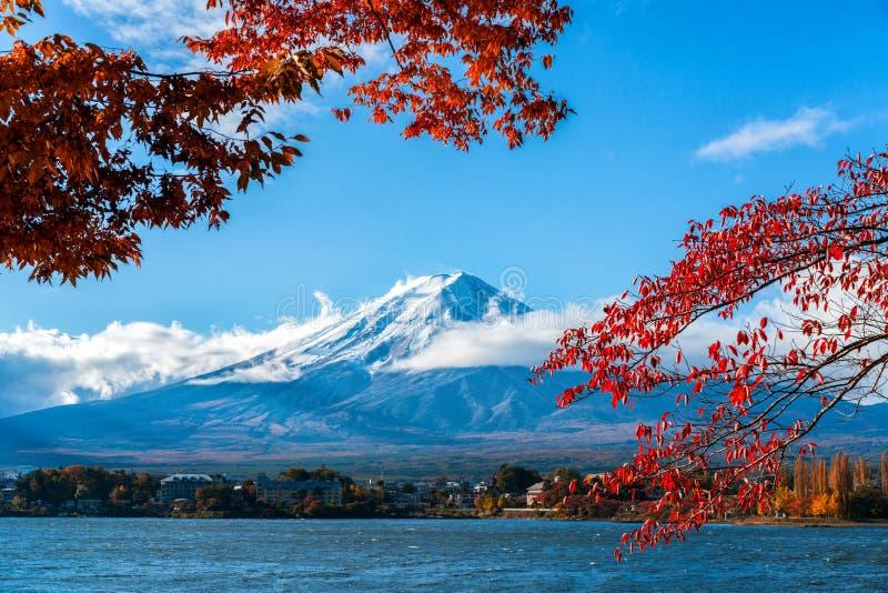 Le mont Fuji en Autumn Color, Japon image stock