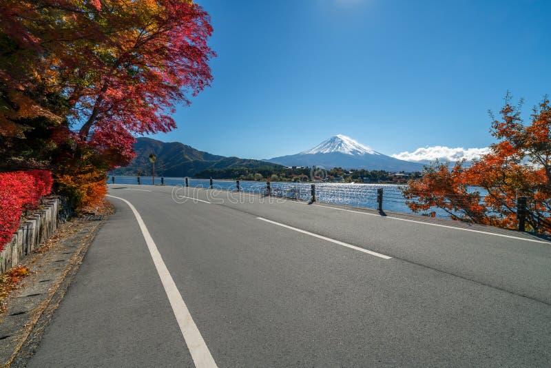 Le mont Fuji en Autumn Color, Japon image libre de droits